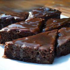 Joghurtos kakaós süti Cookie Desserts, Cookie Recipes, Dessert Recipes, Hungarian Desserts, Salty Snacks, Healthy Cake, Baking And Pastry, Winter Food, No Bake Cake