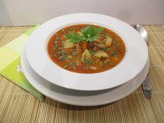 Bográcsgulyás tálalva Thai Red Curry, Favorite Recipes, Meals, Ethnic Recipes, Food, Meal, Essen, Yemek, Yemek