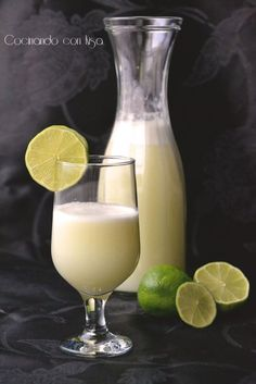 Limonada Brasileña  Thermomix Non Alcoholic Drinks, Cocktail Drinks, Cocktails, Summer Drinks, Cold Drinks, Beverages, Pisco Sour, I Drink Coffee, Sugar Art