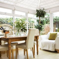 Simple conservatory dining | Conservatory dining | Dining ideas | Garden rooms | Conservatory | PHOTO GALLERY | 25 Beautiful Homes | Housetohome