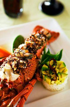 El destino cuenta con más de 150 restaurantes que ofrecen todo tipo de comida, desde cocina #gourmet hasta especialidades de la región como tiritas de pescado, platillo típico de la región, tacos de pescado y camarón, pescado a la talla y ceviche.