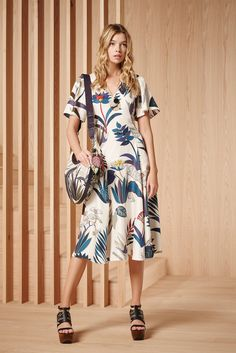 http://www.vogue.com/fashion-shows/pre-fall-2016/tory-burch/slideshow/collection