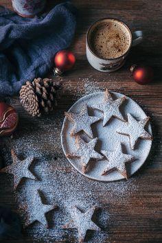 The Best 30 Vegan Christmas Cookie Recipes (Egg-free, Dairy-free) Vegan Christmas Cookies, Christmas Cakes, Christmas Treats, Christmas Food Photography, Vegan Party Food, Vegan Food, Cinnamon Almonds, Star Cookies, Vanilla Flavoring