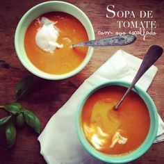 Sopa de tomate com ovo escalfado - Tomato soup with poached egg, from Dias com Mafalda Tomato Soup, Poached Eggs, Soups And Stews, Chowder, Soup Recipes, Cooking, Ethnic Recipes, Food, Vegetarian