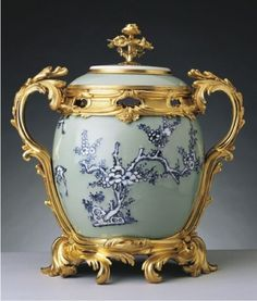 Pot-pourri, Jingdezhen, Jiangxi Province, China, 1740. Porcelain and gilt bronze. George IV, King of the United Kingdom (1762-1830). The Royal Collection Trust, The British Monarchy.  Royal Collection © Her Majesty Queen Elizabeth II