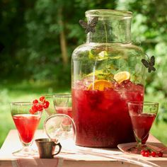 Non-alcoholic drinks and ice tea refresh in summer with lots of fruit and mint p . Non Alcoholic Drinks, Cocktail Drinks, Fun Drinks, Yummy Drinks, Unique Recipes, Ethnic Recipes, Shortbread Bars, Homemade Muesli, Fresh Apples