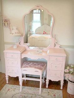Shabby chic bedroom decor brings a romantic and nostalgic touch of the past days and eras. You do not need to spend a fortune to create a shabby chic atmosphere. You have to know the tricks and we shall show… Continue Reading → Vanity Shabby Chic, Shabby Chic Vintage, Shabby Chic Bedrooms, Shabby Chic Furniture, Shabby Chic Decor, Painted Furniture, Pink Furniture, Trendy Bedroom, Bedroom Girls
