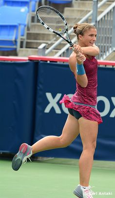 Sara Errani 🇮🇹 Wta Tennis, Wimbledon Tennis, Sport Tennis, Female Volleyball Players, Tennis Players Female, Gym Clothes Women, Tennis Clothes, 49ers Cheerleaders, Dancer Photography