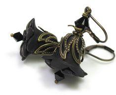 Black Vintage Style Flower Earrings by jewelry by NaLa #jewelry #fashion #accessories #earrings #black #flowers