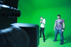 Sei un Videomaker, un Fotografo, un Creativo?  Con il suo studio di posa / green screen fornito di luci e apparecchiature professionali Bliss Coworking è fatto apposta per te!   Basta sbattimenti... accendi le luci dello studio e ciak, si gira!