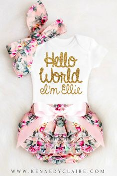 Hello World Onesie for Baby Girls Coming Home Outfits. The perfect newborn girl gift! #babygirlclothes #helloworld #babygirloutfits