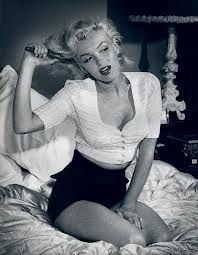 Marilyn Monroe was a famous American actress and model.She became one of the most popular sex icons of the the list of some Marilyn Monroe facts Joe Dimaggio, Mae West, Brigitte Bardot, Classic Hollywood, Old Hollywood, Planet Hollywood, Hollywood Icons, Hollywood Glamour, Hollywood Stars