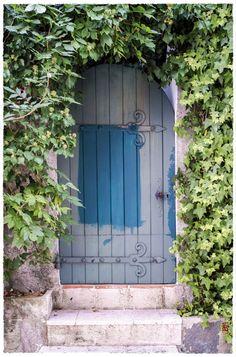 Une porte bleue … et du bleu ;-)  (Gassin)