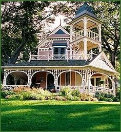 ❤ Victorian houses . . .
