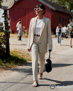 Fashion Week Copenhagen Back to work look street style Power Dressing, Top Street Style, Cool Street Fashion, Fashion Weeks, Mode Costume, Scandinavian Fashion, Copenhagen Style, Body Suit Outfits, Mode Chic