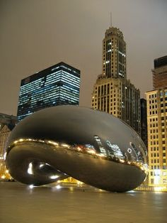 Cloud Gate, in Millennium Park, Chicago. Stephie has been to Chicago and absolutely loved it. We hope to go back together one day. Oh The Places You'll Go, Places To Travel, Places To Visit, Beautiful World, Beautiful Places, Beautiful Park, Beautiful Artwork, Amazing Places, Modern Architecture