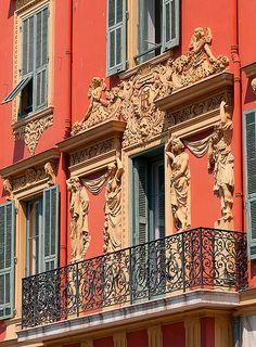 Façade immeuble à #Nice sur la Côte d'Azur #France #tourisme