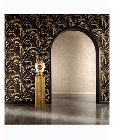 The Versace Giungla Palm Leaves Wallpaper features an exquisite black Versace palm leaf design on a soft gold backdrop. Free UK delivery available Vinyl Wallpaper, Palm Leaf Wallpaper, Gold Wallpaper, Tree Wallpaper, Textured Wallpaper, Wallpaper Roll, Tropical Wallpaper, Versace Home, Casa Versace