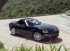 Fiat Brought Back The 124 Spider And All Of Its Retro Italian Handsomeness | Airows