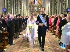 Boda Real entre Felipe y Letizia - YouTube  La entrada de la novia empieza al minuto 58.