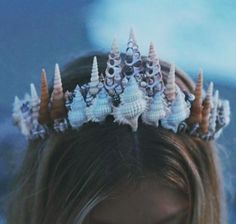 It's not your fault you got plucked from the sea.Mermaid Crowns are the new flower crowns. Mermaid Crown, Mermaid Beach, Mermaid Headpiece, Mermaid Skin, Mermaid Style, Mermaid Crafts, Seashell Crafts, Seashell Crown, Shell Crowns