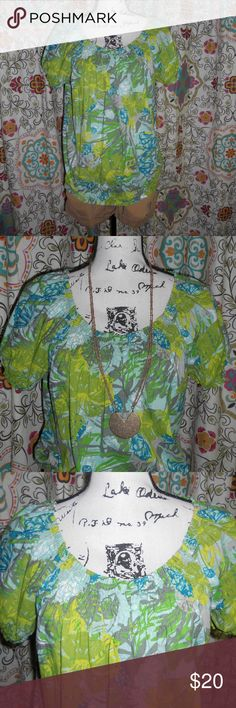 EUC Izod Tropical Summer/Spring Blouse sz L EUC Izod Tropical Summer/Spring Blouse size large. Lightweight with elastic on arms and wide elastic waist band. Seen styled with other items in my closet.  I'm an avid thrift and vintage shopper. Let me do the leg work on bringing brand names at affordable prices. Will do my best to notate any flaws on new and used items. Help me clean out my inventory to bring you more items! Izod Tops Blouses