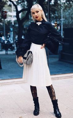 Photography Articles, Favorite Person, High Waisted Skirt, Autumn Fashion, Poses, Street Style, My Style, Skirts, Sweaters