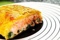 LA COCINA DE MI CASA: Salmón hojaldrado con crema de espinacas http://www.lacocinademicasa.net/2012/11/salmon-hojaldrado-con-crema-de-espinacas.html
