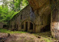 Spookachtig mooie beelden van desolate gebouwen: Fort de Château-Lambert in Frankrijk© ComputerHotline, Wikicommons