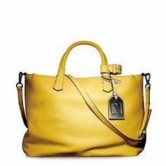 Reed Krakoff Gym Bag I (€440) ❤ liked on Polyvore featuring bags, handbags, shoulder bags, purses, bolsas, yellow, reed krakoff handbags, gym bag, pocket purse and pocket shoulder bag