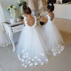 Vestidos niñas Kid Dresses, Gowns For Girls, Pageant Dresses, Tulle Flower Girl, Flower Girls, Wedding Girl, White Tulle, African Fashion Dresses, Dress First