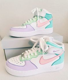 Jordan Shoes Girls, Girls Shoes, Cool Shoes For Girls, Cool Nike Shoes, Cute Girl Shoes, Teen Shoes, Cool Nikes, White Nike Shoes, Shoes Women