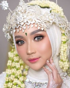 Are you interested in getting Free Makeup? Signup for this easy one page email submit and get High quality Free Makeup Samples. Malay Wedding Dress, Kebaya Wedding, Muslimah Wedding Dress, Disney Wedding Dresses, Wedding Hijab, Pakistani Wedding Dresses, Hijab Bride, Simple Wedding Makeup, Bridal Makeup Looks