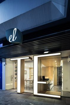 El Té – Casa de Chás / Estúdio 30°51° Great intervention linking the interior space and facade image!