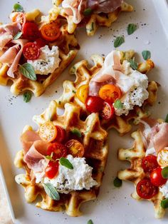 Waffle Toppings, Waffle Recipes, Spoon Fork Bacon, Waffle Ingredients, Savory Waffles, Savory Herb, Snacks Saludables, Le Diner, Different Recipes