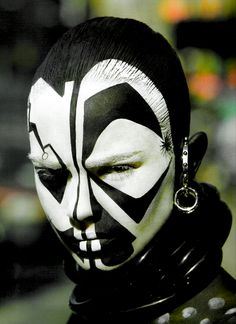 black and white sharp abstract african tribal face make-up = Susie Severe Cara Tribal, Tribal Art, Tribal Style, Cultures Du Monde, World Cultures, The Face, Face And Body, African Culture, African Art