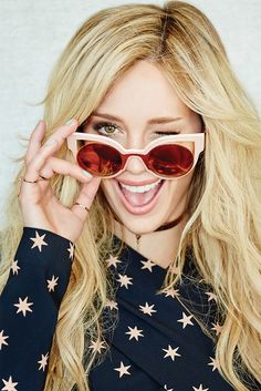 Hilary Duff Shows Off In All Her Radiant Glory For Glamour Mexico! Celebrity Pictures, Celebrity Style, Celebrity Beauty, Glamour Mexico, Haylie Duff, Hilary Duff Style, Cat Sunglasses, Blonde Women, Sonia Rykiel