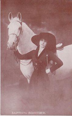 CIRCUS PERFORMER HORSEWOMAN BAPTISTA SCHREIBER HAGENBECKS CIRCUS HORSE POSTCARD