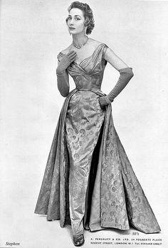 Perlmutt evening gown
