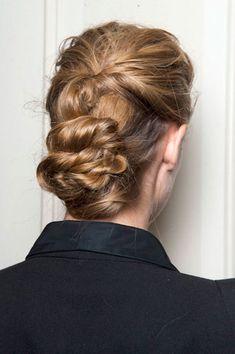 Best Hair Trends for Spring Retro Free-Form Low Chignon - Trend Frisuren - Frisuren - Neu Frisuren Twist Hairstyles, Pretty Hairstyles, Low Chignon, Messy Updo, Messy Hairstyle, Braided Chignon, Style Hairstyle, Twisted Hair, Corte Y Color