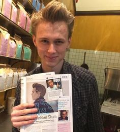 henrik holm - why u gotta be so Gay Couple, Best Couple, Oslo, Henrik Holm Skam, Skam Cast, Skam Wallpaper, Isak Valtersen, Isak & Even, Gifs