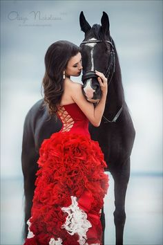 Horse and girl in a red dress Horse Girl Photography, Equine Photography, Portrait Photography, Horse Photos, Horse Pictures, Vaquera Sexy, Amor Animal, Black Horses, Horse Love