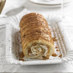 A new twist on banoffee – and on swiss roll! We predict your family and friends will love this delightful combination in our banoffee swiss roll recipe. Cake Roll Recipes, Dessert Recipes, Tea Cakes, Cupcake Cakes, Cupcakes, Swiss Roll Cakes, Fig Cake, Rolls Recipe, Just Desserts