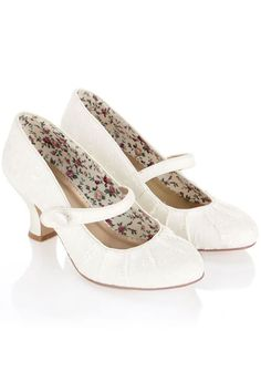 84b8692acb8 33 Comfortable Wedding Shoes That Are Oh-So-Stylish