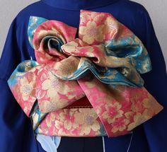 着付け同志会レクチャー会のご参加下さる皆様、お待たせ致しました。 レクチャーさせて頂く 「創作帯結び7種類」 の発表です!!! 帯の詳細、難易度、などをご覧頂き、当日はご準備よろしくお願い致します。 レクチャー順不同 作品NO1 名前   ... Kimono Japan, Japanese Kimono, Kabuki Costume, Obi Belt, Kimono Pattern, Tribal Dress, Japanese Textiles, Japanese Beauty, Yukata