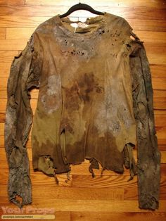 Jeepers Creepers The Creepers Hero Bloody Shirt original movie costume Post Apocalyptic Clothing, Post Apocalyptic Costume, Post Apocalyptic Fashion, Apocalypse Fashion, Jeepers Creepers, Movie Costumes, Original Movie, Dark Fashion, Wabi Sabi