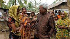 Sir Fazle talking to villagers (Image: BRAC/Shehzad Noorani)   World Food Prize Winner