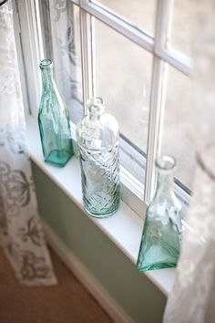 Love this idea for simple window decorations! Probably wouldn't work out well with kids around though, would it? :p