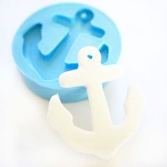 Anchor for making candies to top cup cakes. Would be ideal for a nautical, anchors aweigh or ahoy it's a boy themed baby shower or birthday party.