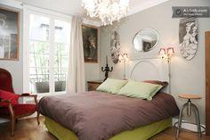 arty Paris: Montparnasse in Paris קומה 6 עם מעלית Paris Apartments, Rental Apartments, Perfect Place, Condo, Vacation, Living Room, Bed, Furniture, Paris Accommodation